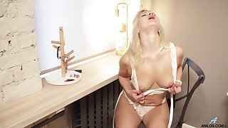 Jessica Best took off her hot lingerie and rubbed her tiny clitoris