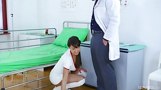 attractive sadness Suzi Rainbow gets the brush cunt pounded by a handsome doctor