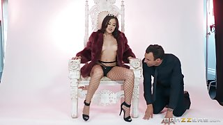 Teen nobles Kendra Spade slobbers on a cock and gets a huge cumshot